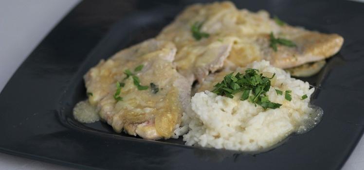 Putenschnitzel in Zwiebelsoße